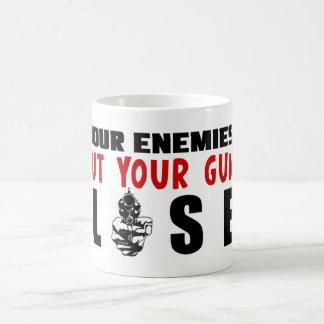 ¡Mantenga sus armas más cercanos! Taza De Café