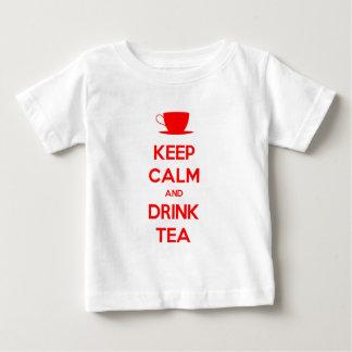 Mantenga té tranquilo y de la bebida camisas
