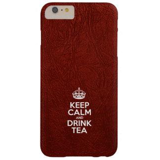 Mantenga té tranquilo y de la bebida - cuero rojo funda de iPhone 6 plus barely there