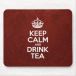 Mantenga té tranquilo y de la bebida - cuero rojo alfombrilla de ratón