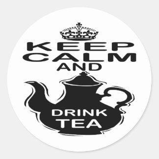 Mantenga té tranquilo y de la bebida pegatina redonda