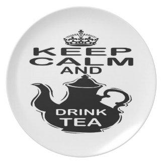 Mantenga té tranquilo y de la bebida plato de comida