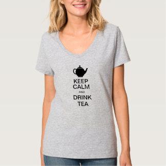 Mantenga té tranquilo y de la bebida playera