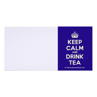 Mantenga té tranquilo y de la bebida tarjeta fotografica personalizada
