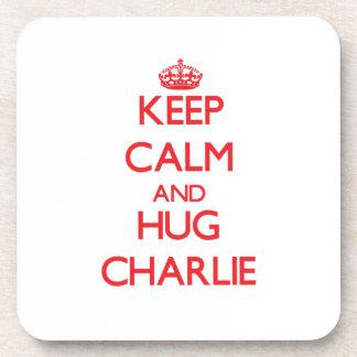 Mantenga tranquilo y abrazo Charlie Posavasos De Bebida