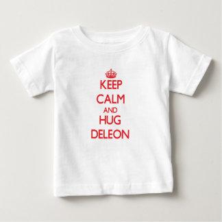 Mantenga tranquilo y abrazo Deleon Playera