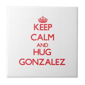 Mantenga tranquilo y abrazo Gonzalez Azulejos