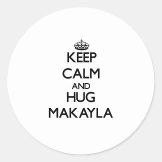 Mantenga tranquilo y ABRAZO Makayla Etiqueta Redonda