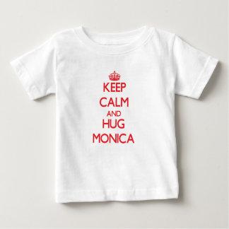 Mantenga tranquilo y abrazo Mónica T Shirt