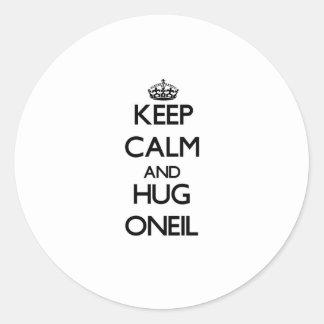 Mantenga tranquilo y abrazo Oneil Pegatina Redonda