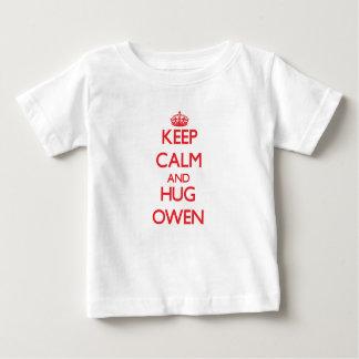 Mantenga tranquilo y abrazo Owen T Shirt
