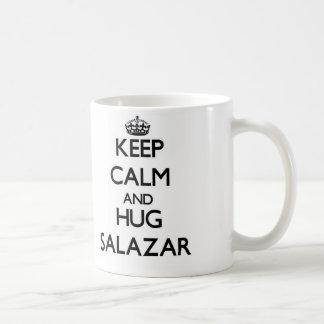 Mantenga tranquilo y abrazo Salazar Tazas