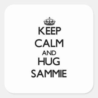 Mantenga tranquilo y abrazo Sammie Pegatina Cuadrada