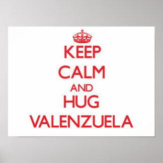 Mantenga tranquilo y abrazo Valenzuela Posters