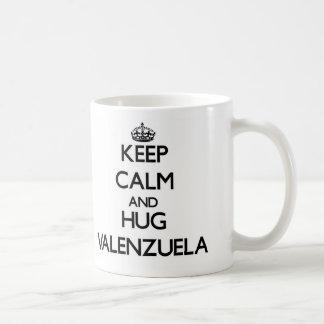 Mantenga tranquilo y abrazo Valenzuela Tazas De Café