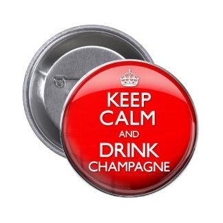 Mantenga tranquilo y bebida Champán (continúe) Pin Redondo De 2 Pulgadas