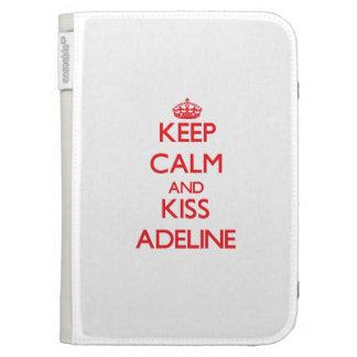 Mantenga tranquilo y beso Adelina