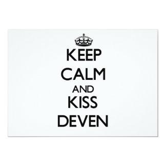 Mantenga tranquilo y beso Deven Comunicado