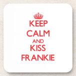 Mantenga tranquilo y beso Frankie Posavasos De Bebida