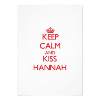 Mantenga tranquilo y beso Hannah