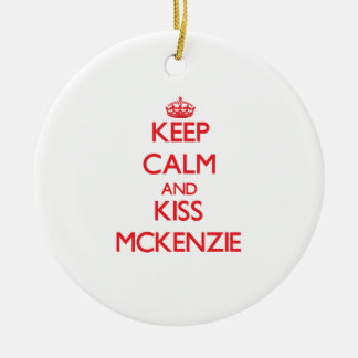 Mantenga tranquilo y beso Mckenzie Ornamente De Reyes