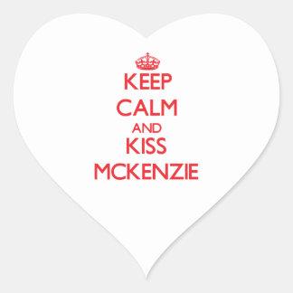 Mantenga tranquilo y beso Mckenzie Pegatinas Corazon