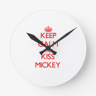 Mantenga tranquilo y beso Mickey Relojes
