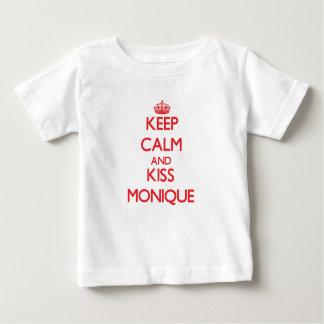 Mantenga tranquilo y beso Mónica Tee Shirts