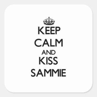 Mantenga tranquilo y beso Sammie Pegatina Cuadrada