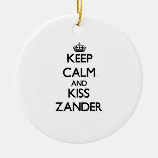 Mantenga tranquilo y beso Zander Ornamente De Reyes