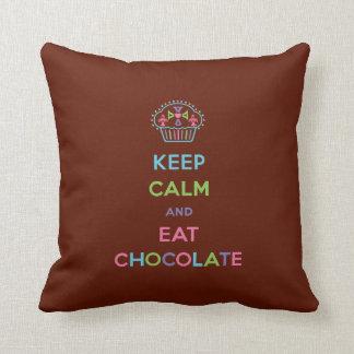 Mantenga tranquilo y coma el chocolate - almohada