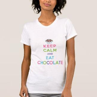 Mantenga tranquilo y coma el chocolate camisetas