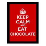 Mantenga tranquilo y coma el chocolate tarjeta postal