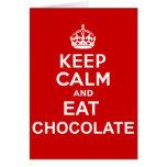 Mantenga tranquilo y coma el chocolate tarjetón