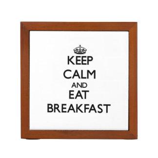 Mantenga tranquilo y coma el desayuno