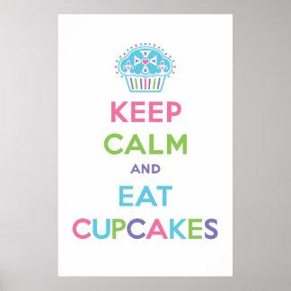 Mantenga tranquilo y coma el pastel de la impresió póster