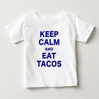 Mantenga tranquilo y coma el Tacos Camisas
