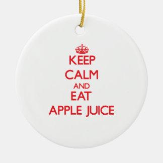 Mantenga tranquilo y coma el zumo de manzana adorno redondo de cerámica