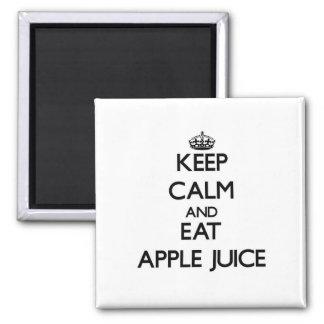 Mantenga tranquilo y coma el zumo de manzana iman de nevera