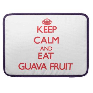 Mantenga tranquilo y coma la fruta de guayaba fundas para macbook pro