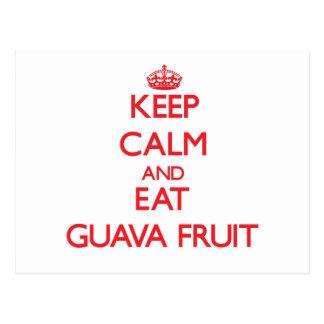 Mantenga tranquilo y coma la fruta de guayaba tarjeta postal