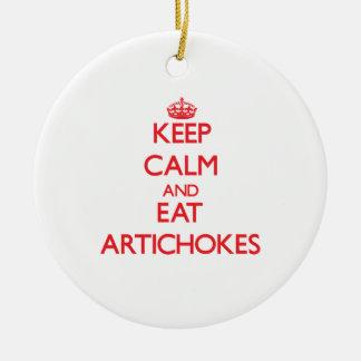 Mantenga tranquilo y coma las alcachofas ornamentos de reyes