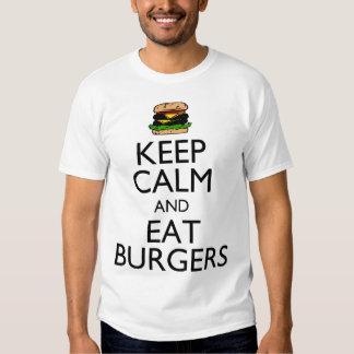 Mantenga tranquilo y coma las hamburguesas remera