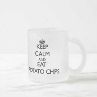 Mantenga tranquilo y coma las patatas fritas taza de café esmerilada