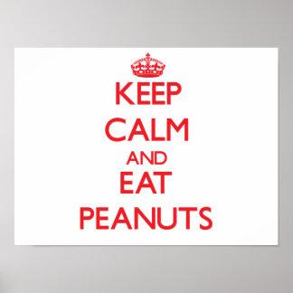 Mantenga tranquilo y coma los cacahuetes posters