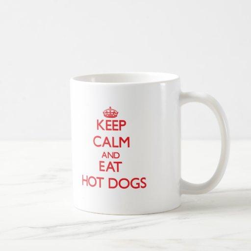 Mantenga tranquilo y coma los perritos calientes tazas