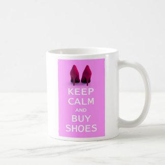 Mantenga tranquilo y compre zapatos taza de café