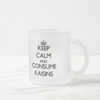 Mantenga tranquilo y consuma las pasas taza