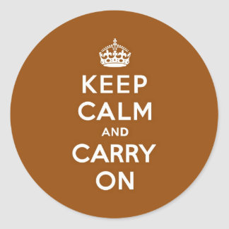 Mantenga tranquilo y continúe a Brown de cobre Pegatina Redonda