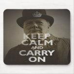 Mantenga tranquilo y continúe a Winston Churchill Tapete De Ratón